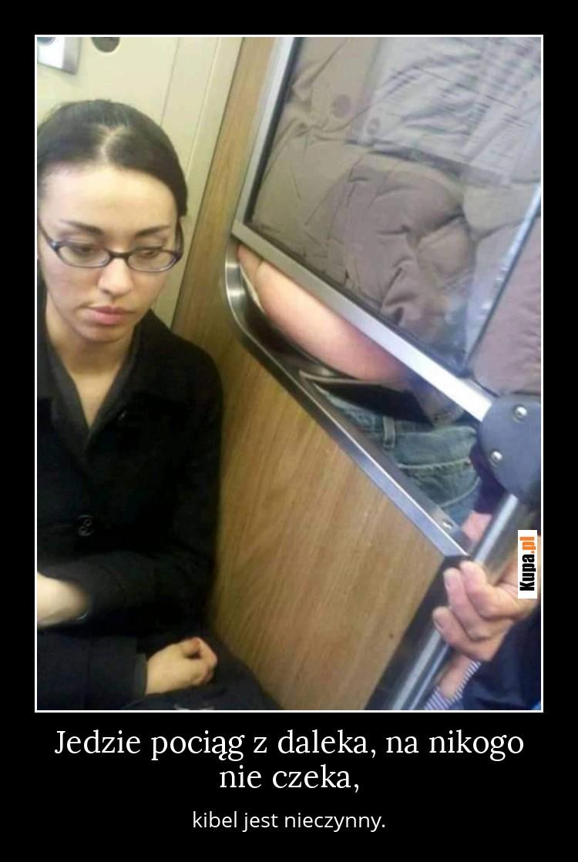 Jedzie pociąg z daleka, na nikogo nie czeka, kibel jest nieczynny.