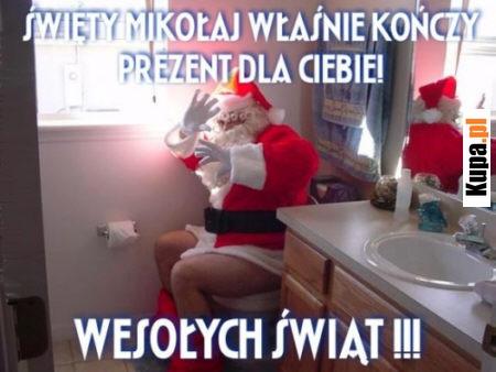 Święty Mikołaj właśnie kończy prezent dla Ciebie